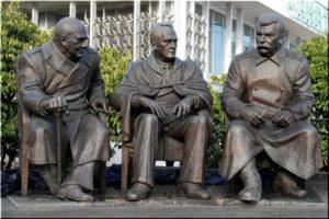 Памятник Сталину, Рузвельту и Черчиллю в Ялте
