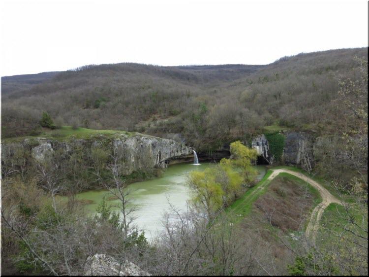 водопад и грот Мердвен-Тобе