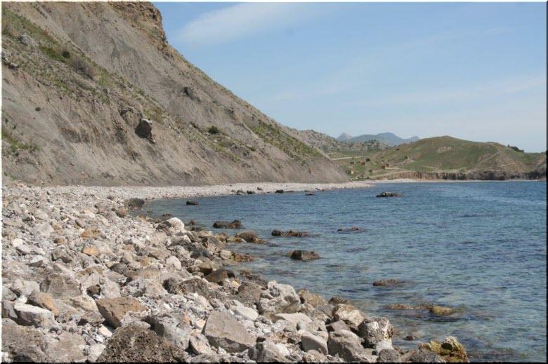 дикие пляжи у мыса Алчак