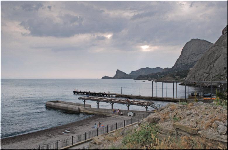дикий пляж Судака в районе Крепости