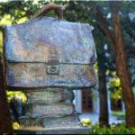 Портфель Жванецкого — первый памятник на Аллее юмора в Ялте