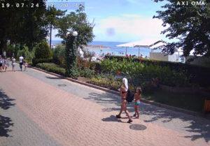 фото с камеры у пляжа на набережной Горького
