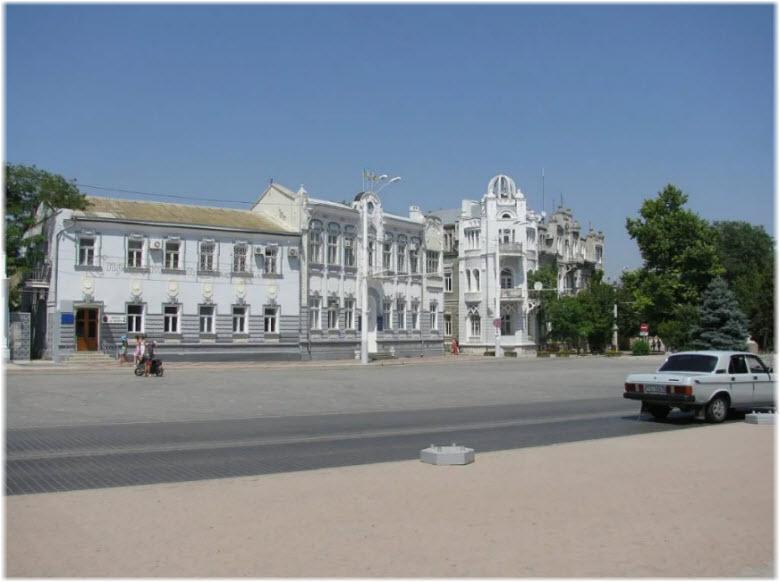 фото Театра Пушкина на площади