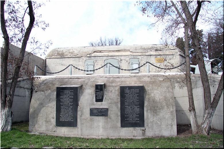 могилы погибших в батарее