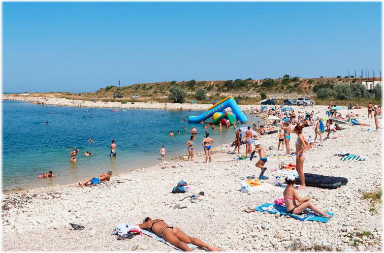пляж в Адмиральской лагуне