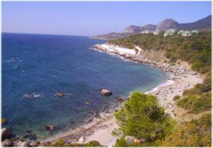 дикий пляж у мыса Николая