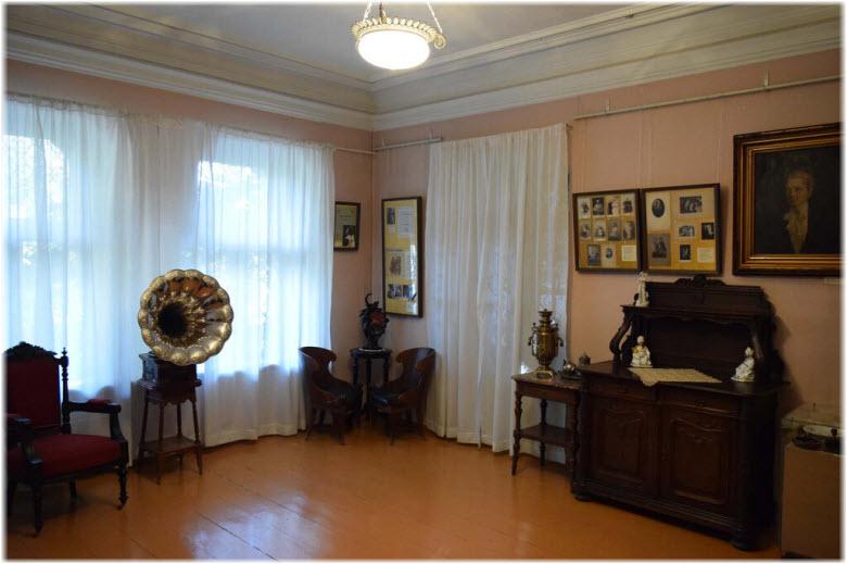 фото внутри Мемориального музея Леси Украинки