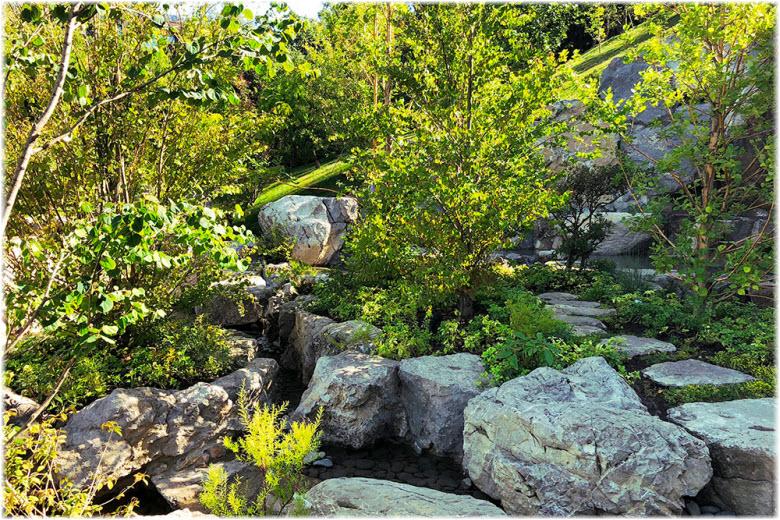 сад камней в парке