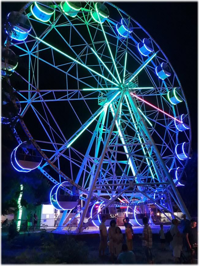 фото Чертового колеса в Евпатории ночью
