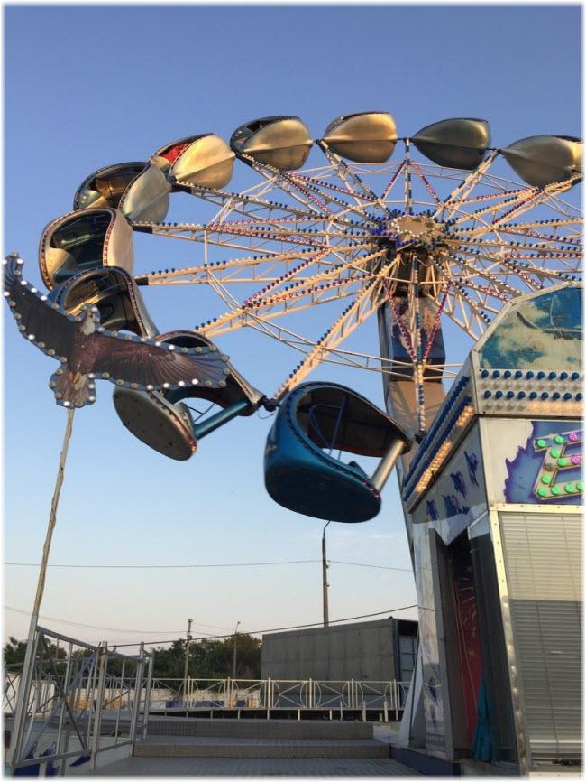 колесо обозрения в парке Авангард