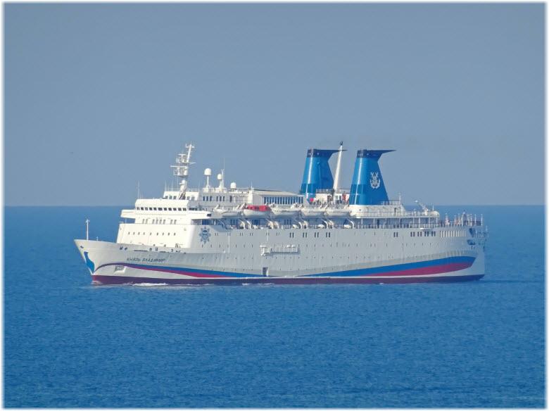 фото лайнера в открытом море