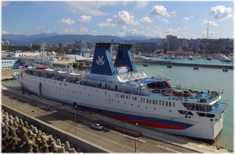 фото лайнера в Сочи
