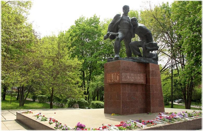памятник Партизанам и подпольщикам