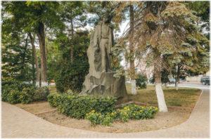 памятник Володе Дубинину