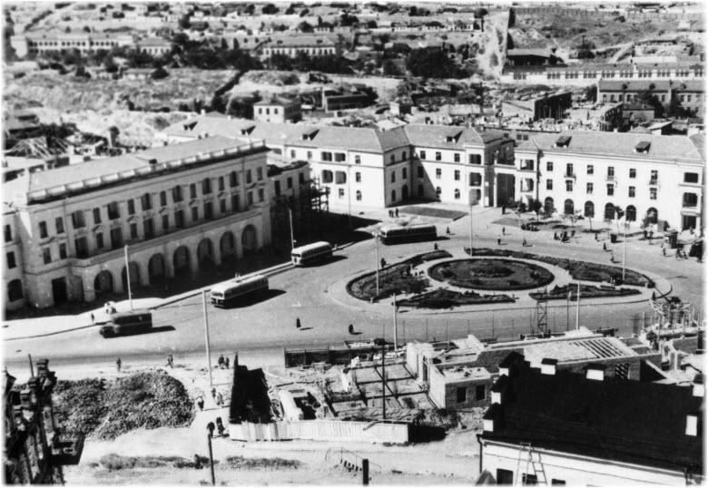 старое фото площади Лазарева