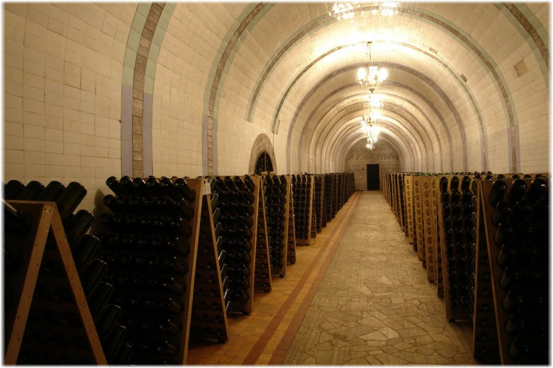 бутылки в подвалах винзавода