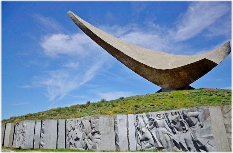 памятник Парус в Керчи