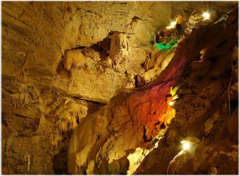 в недрах Ялтинской пещеры