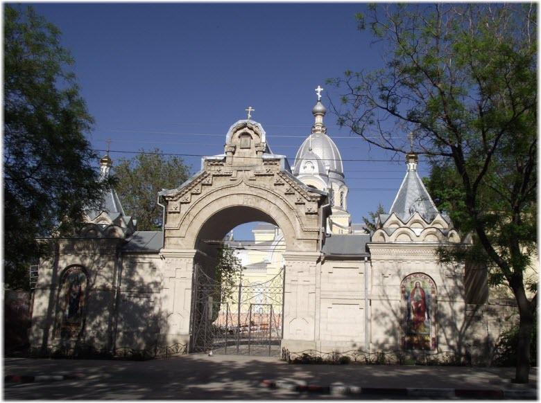 входные врата на территорию храма