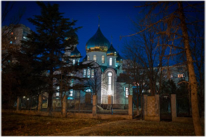 фото храма ночью