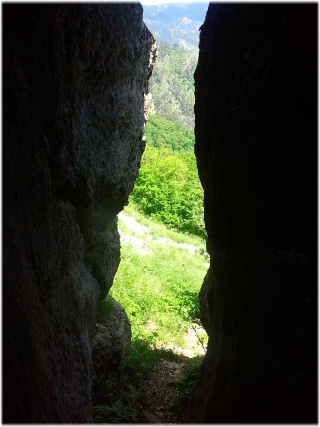 раскол в пещере