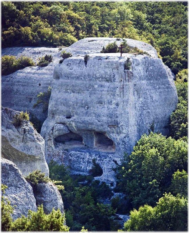 фото скалы, где находится храм
