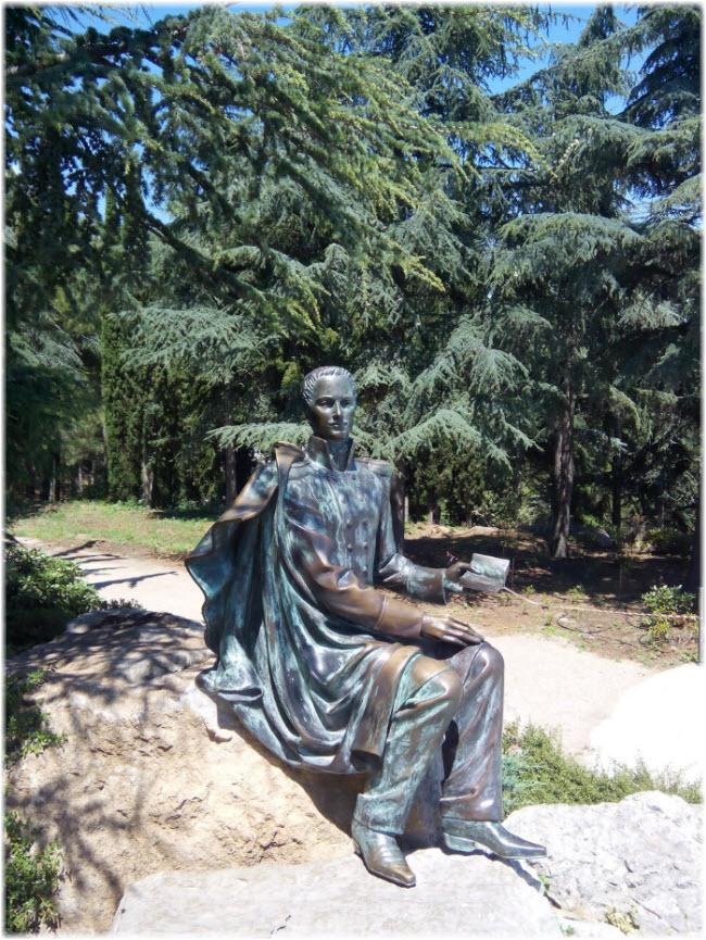 Памятник М.Н. Раевскому