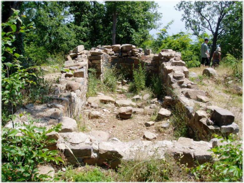 Руины монастыря на Аю-Даге