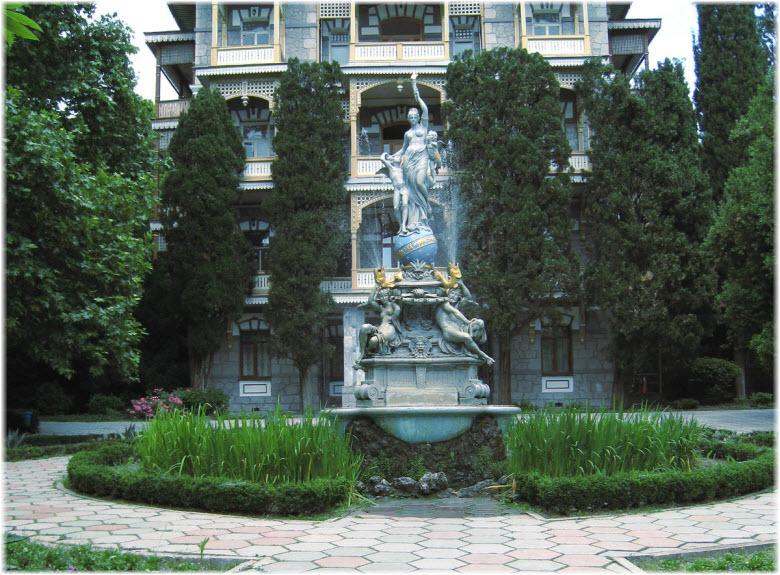 фото фонтана на фоне корпуса санатория