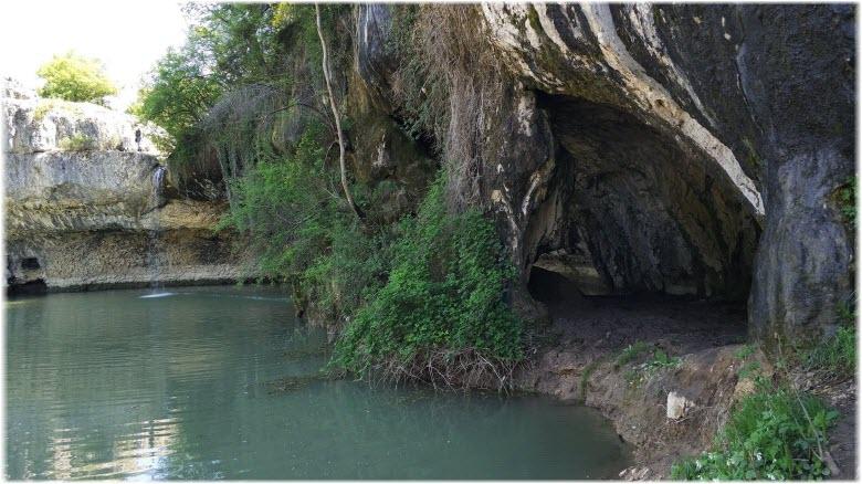 грот и водопад в Родном
