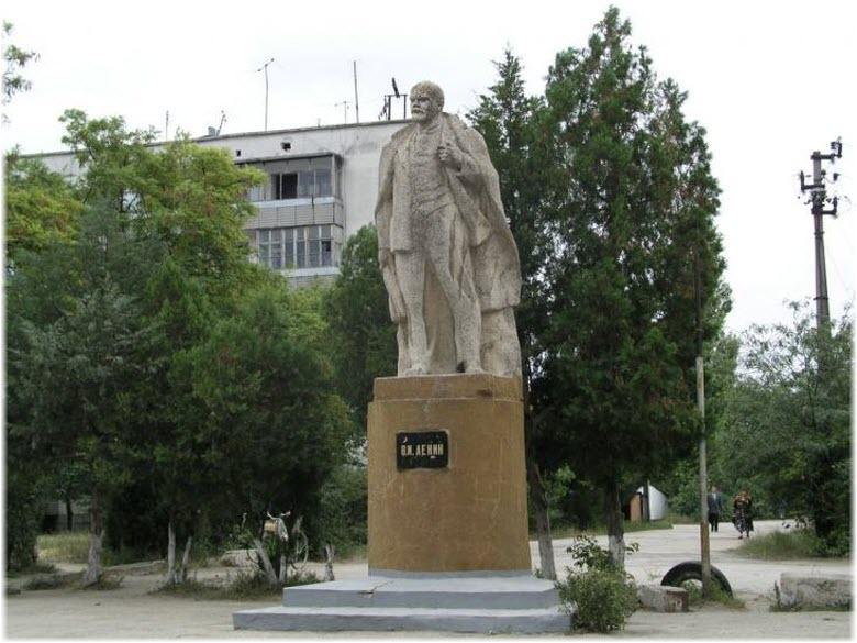 памятник Ленину в Октябрьском