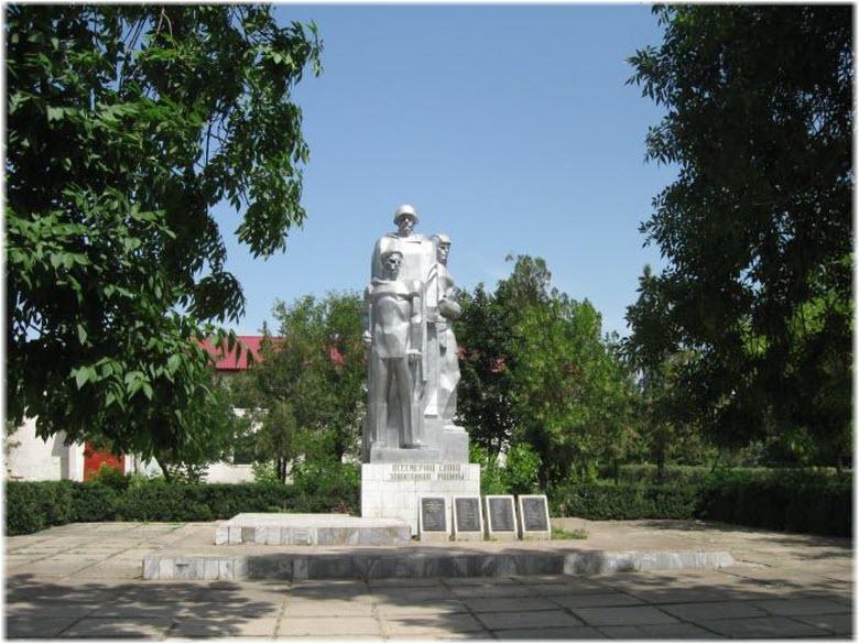 памятник в Первомайском