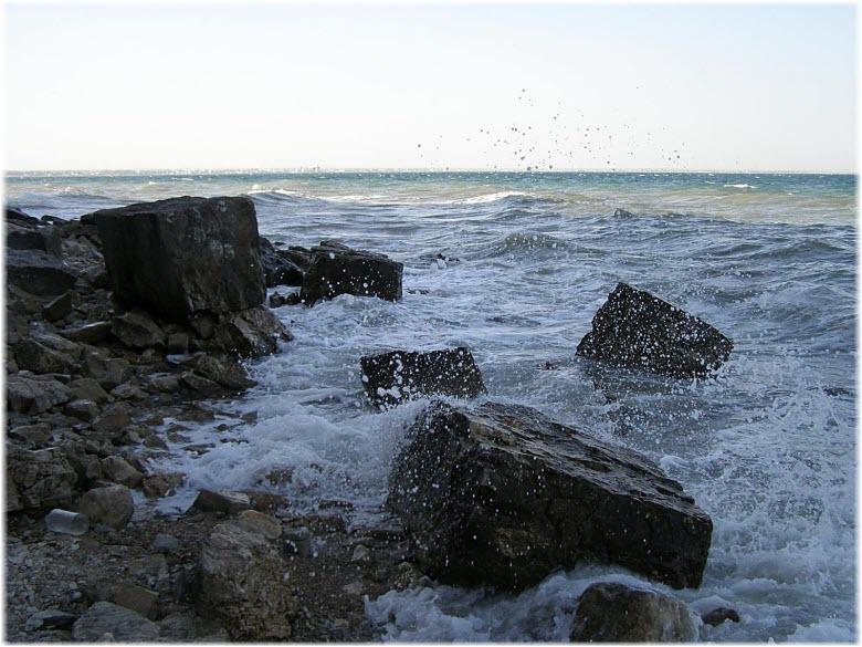 шторм на пляже Чумка