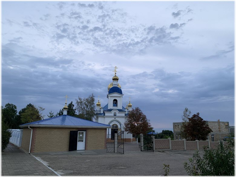 храм и церковная лавка