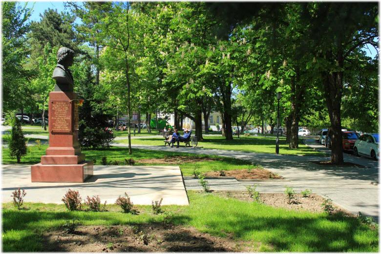 фото сквера Высоцкого в Симферополе