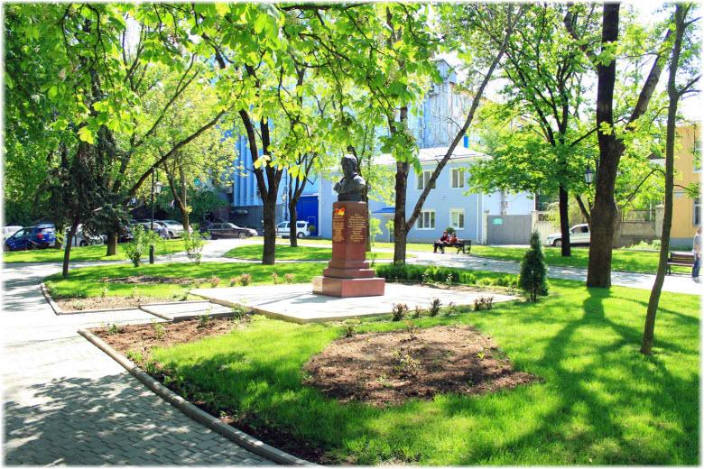 парк Высоцкого летом