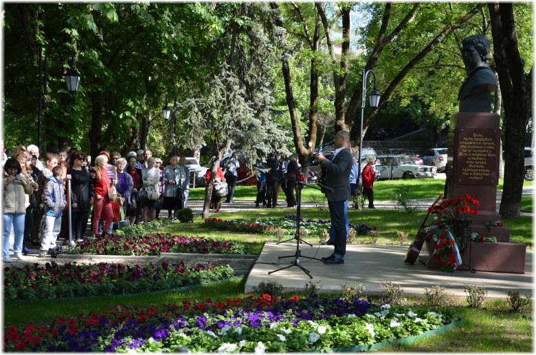 встречи у памятника Высоцкому