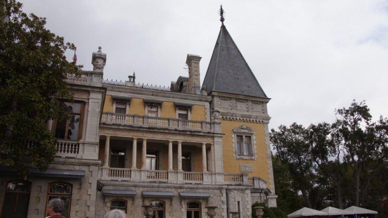 Один из фасадов Массандровского дворца