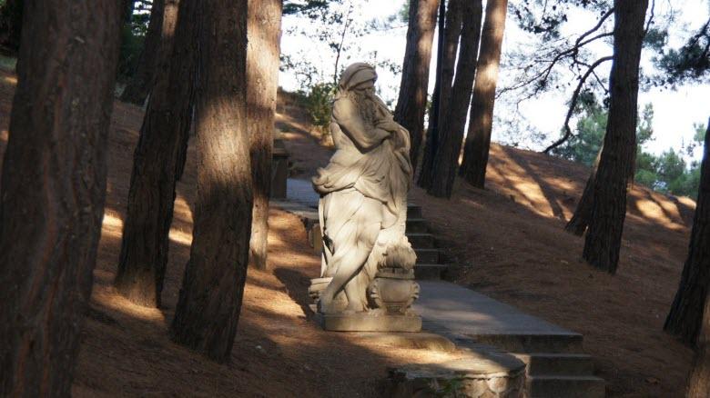 Одна из скульптур в парке Айвазовского