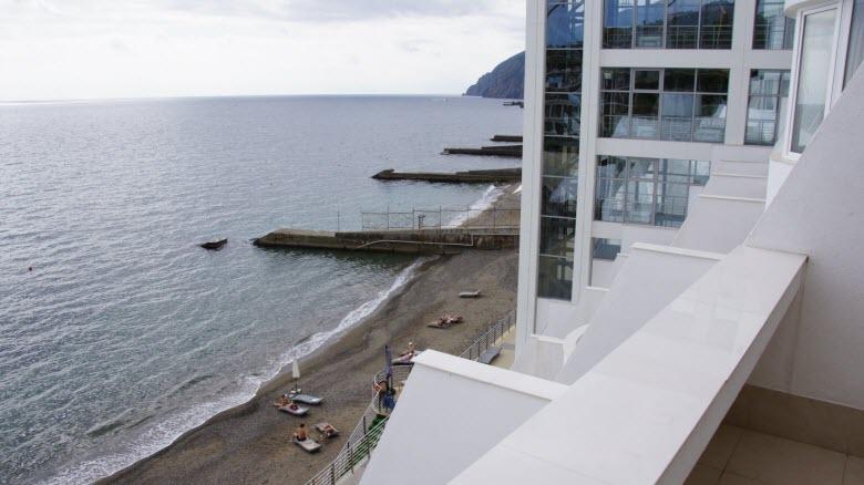 Пустынные сентябрьские пляжи: вид с балкона отеля «Европа»