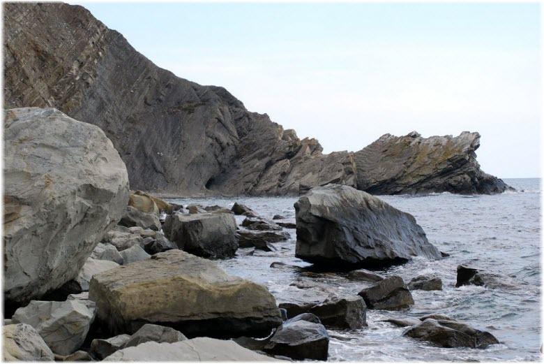 камни на пляже Ай-Фока