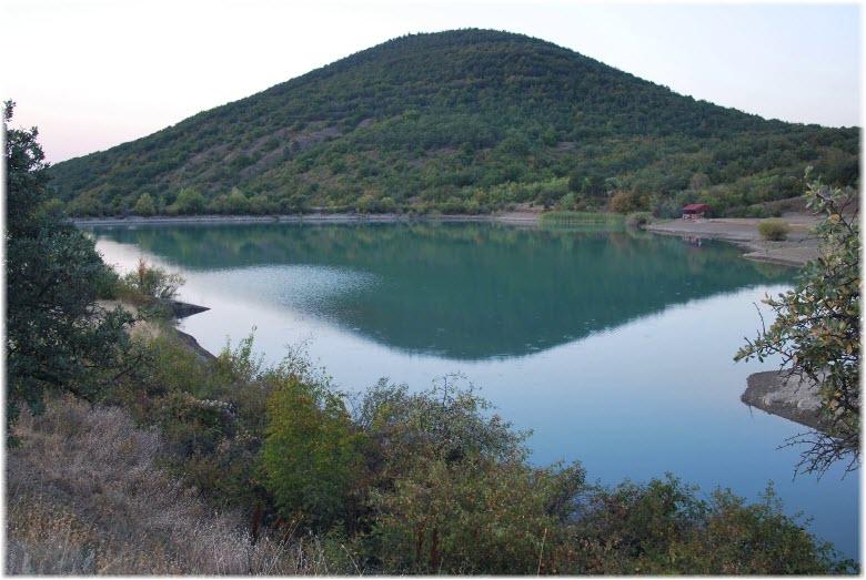 Горное озеро Хун