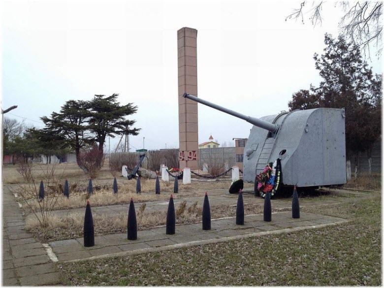 Памятник погибшим бойцам 54-й береговой батареи