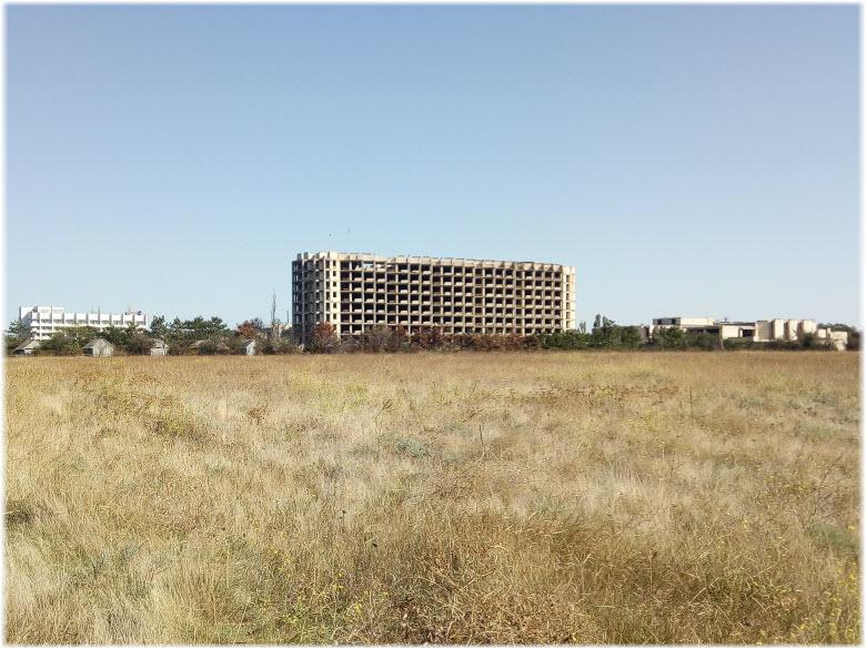 Заброшенное здание базы отдыха «Большевик»
