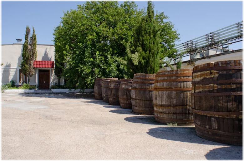 двор винодельни Усадьба Перовских