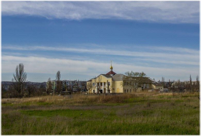 вид храма из далека