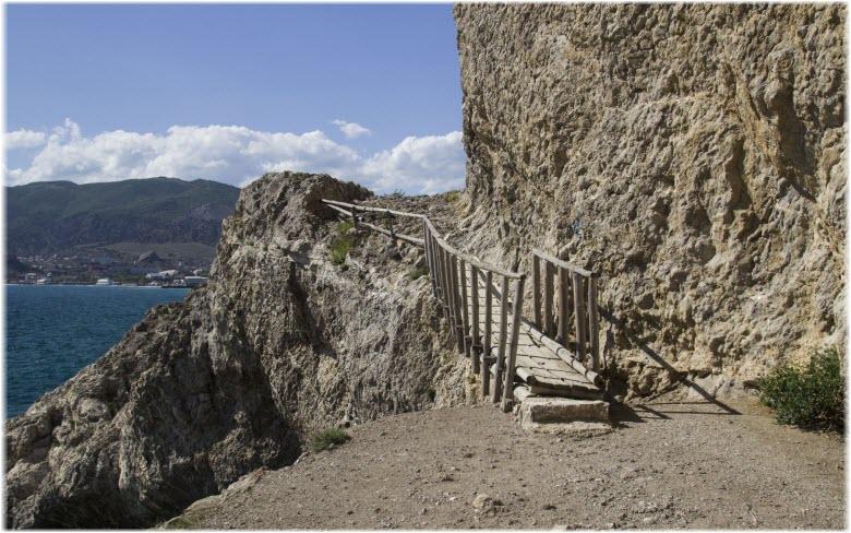 Чертов мостик на Алчак-Кая