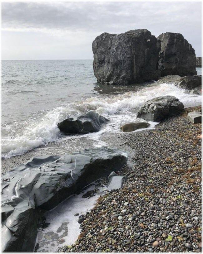 волны у Черновских камней