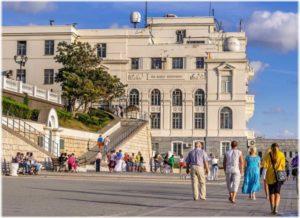 кафе и рестораны на набережной Корнилова